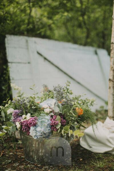 Alternative wedding outside, decoration, flowers